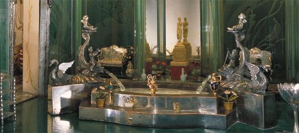 Colleen Moore Princess Bathroom